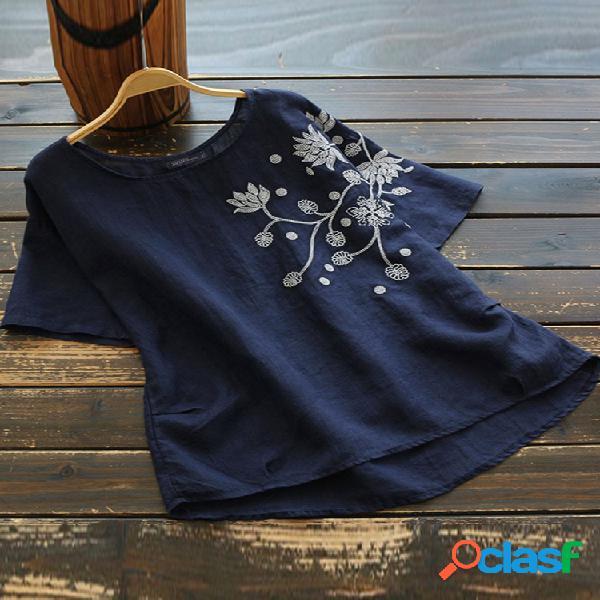 Bordado de flores de manga curta tamanho plus camiseta