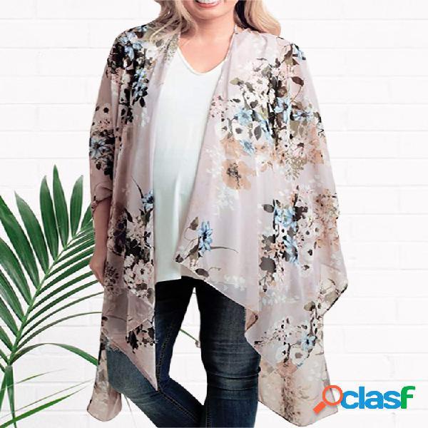 Kimono com estampa floral plus assimétrica