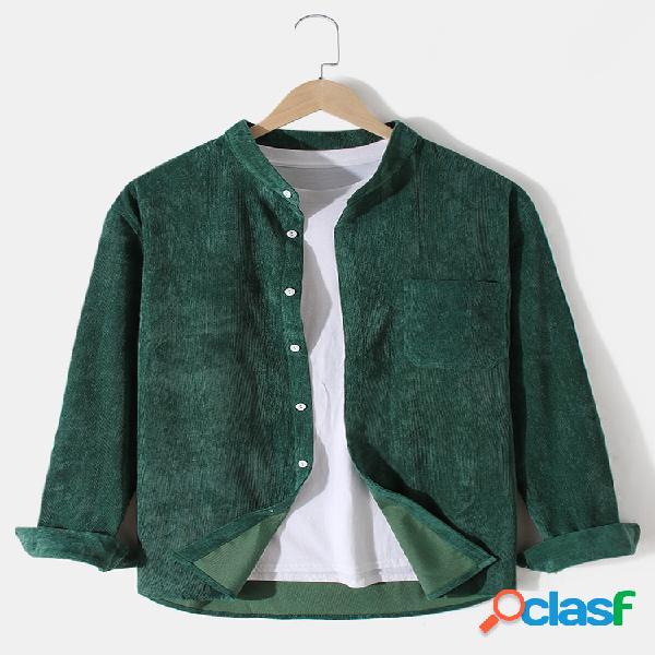Camisa masculina de manga comprida com gola de veludo cotelê cor sólida e bolso