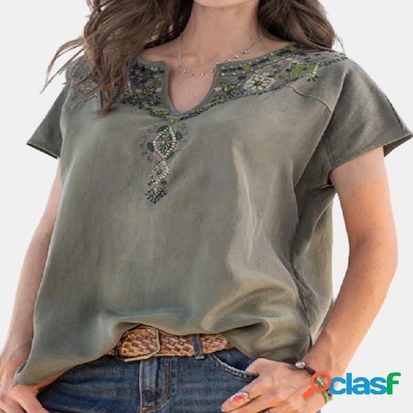 Camiseta de manga curta com decote em v bordado floral para mulheres