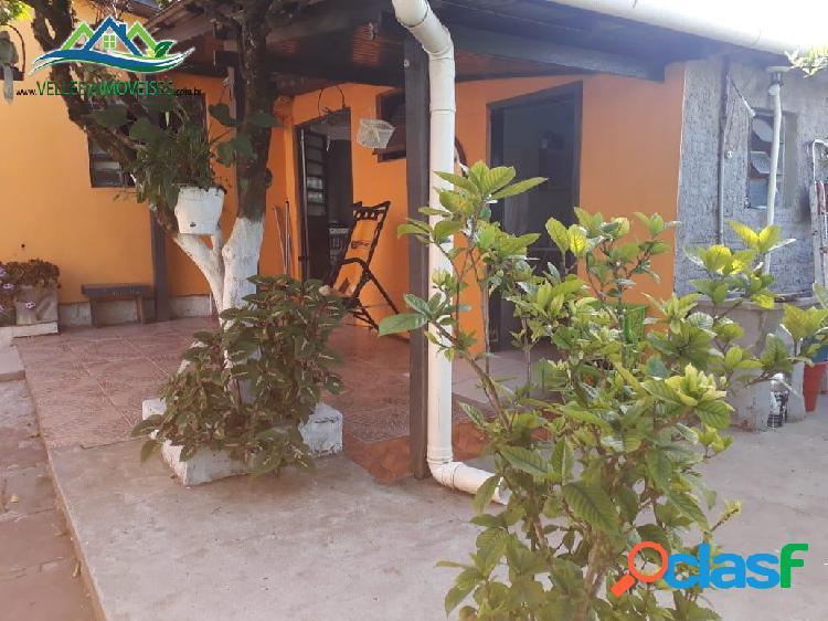 Velleda oferece 2 boas casas em terreno com árvores no entorno
