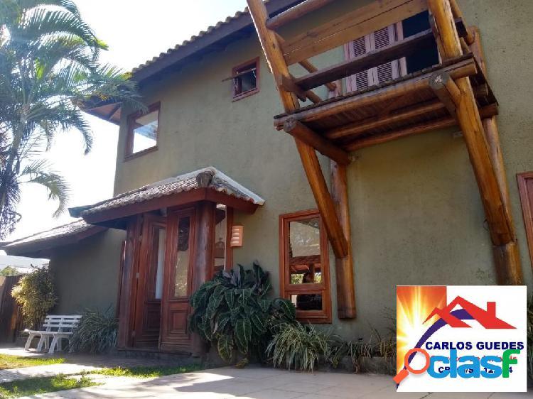 Linda casa rústica em condomínio fechado no campeche em florianópolis