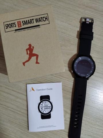 Relógio esportivo com pedômetro