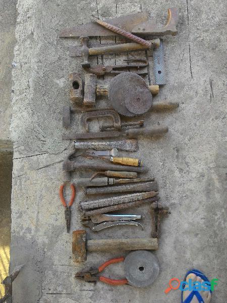 lote de ferramentas usadas p/ construção
