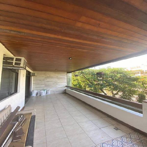 Apartamento 3 quartos com 110m² sendo 1 suíte, frente -