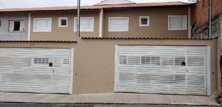 Casa individual 2 quartos e 2 vagas