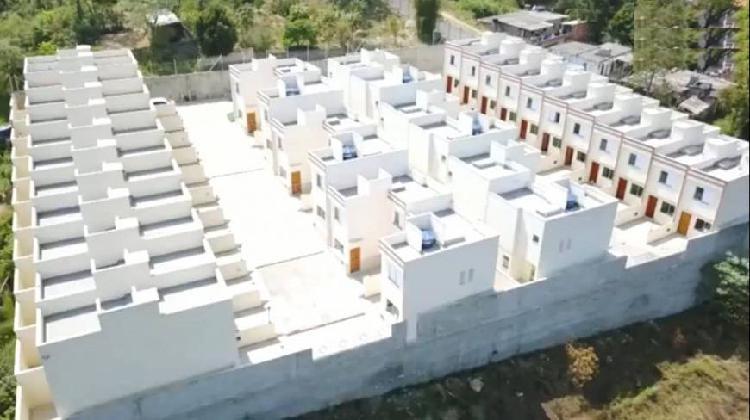 Casa para venda tem 81 metros quadrados com 2 quartos em