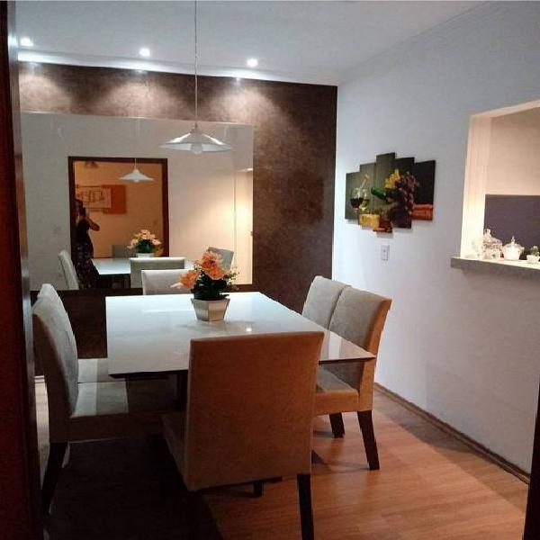 Casa térrea com móveis modulados em todos os cômodos