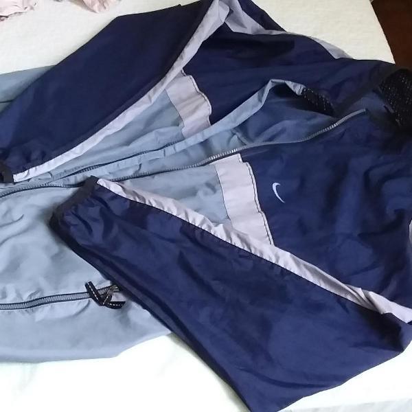 Jaqueta de náilon azul marinho e azul claro da nike