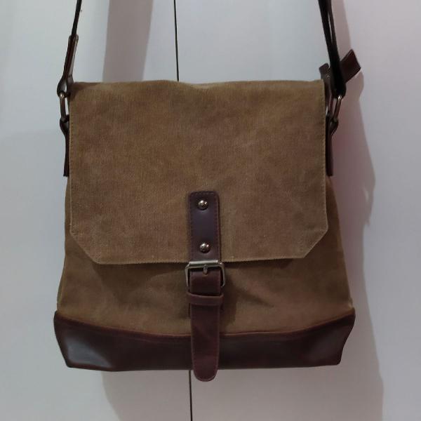 Bolsa em lona tecido resiste e couro ecológico marrom