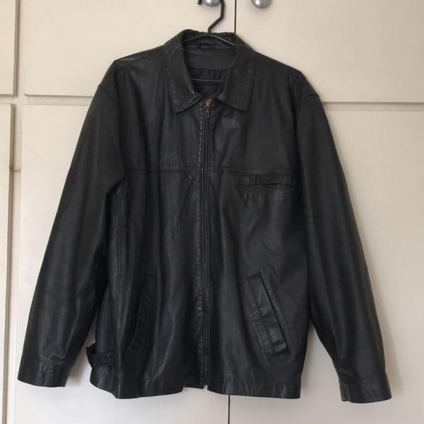 Casaco de couro preto