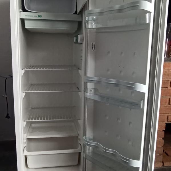 Geladeira/refrigerador consul 254l 127v