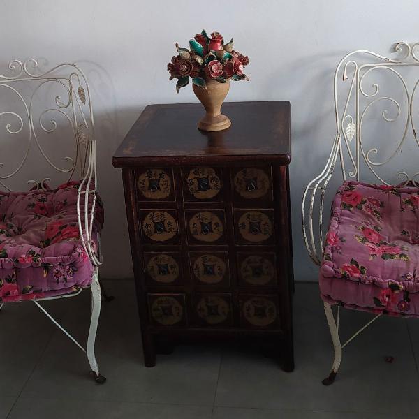 Cadeiras de ferro antigas