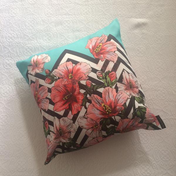 Capa de almofada floral + geométrica