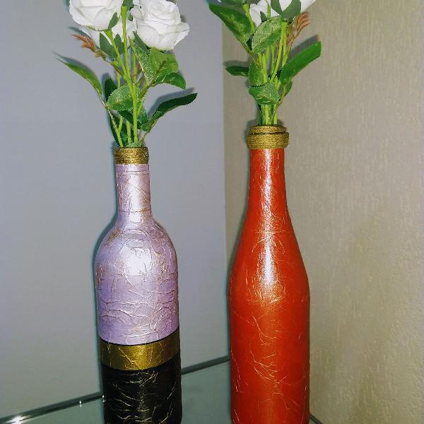 Garrafas decorativas com detalhes dourado e envelhecido