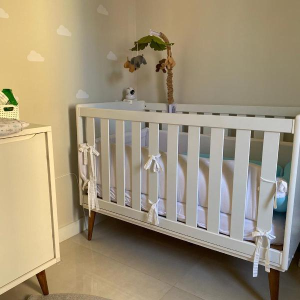 Berço branco semi novo modulável para cama