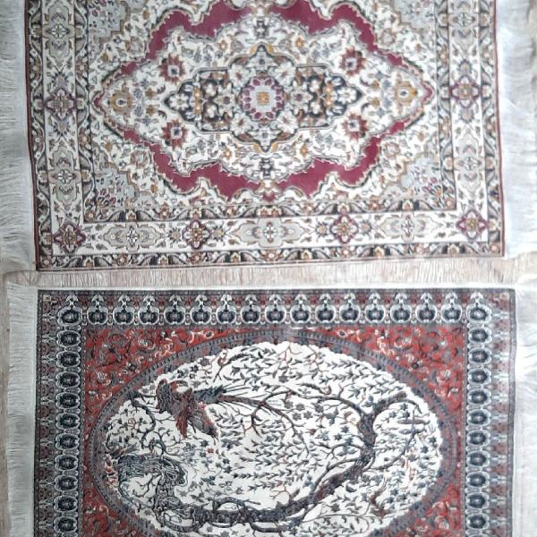 Dois tapetinhos para decorar a casa
