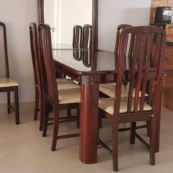 Jogo de jantar com mesa, 6 cadeiras e espelho