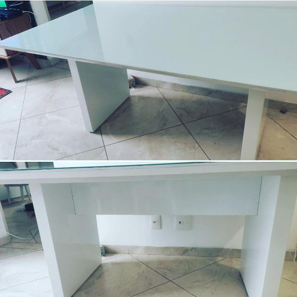 Mesa linda toda em laca branca tok stok + banco
