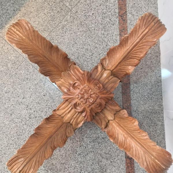 Pé de mesa de centro samambaia - madeira entalhada
