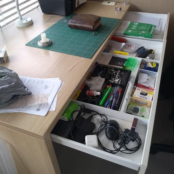 Vendo mesa de escritório para home-office da marca