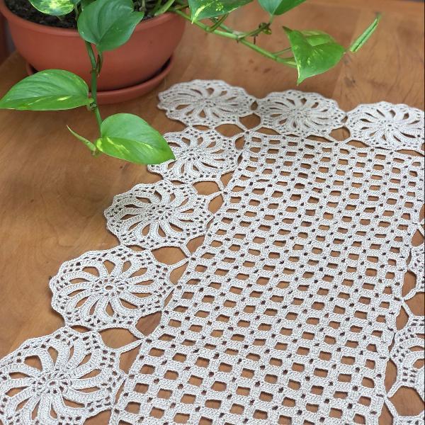 Caminho de mesa de crochet artesanal