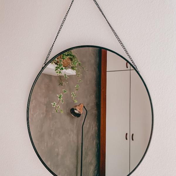 Espelho redondo com corrente para pendurar