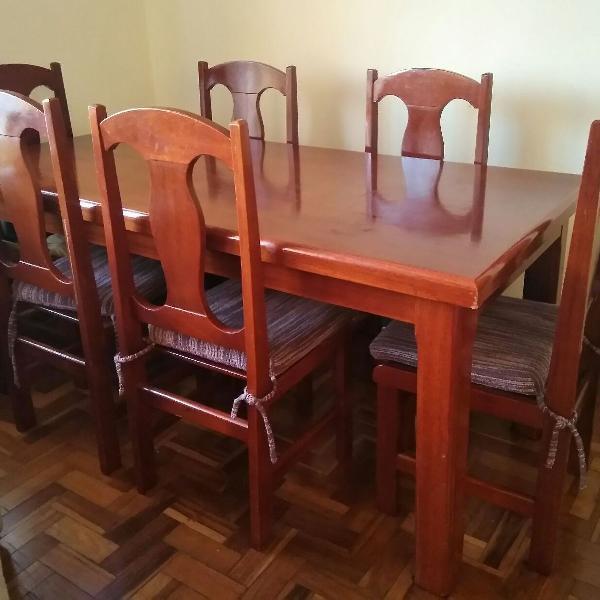 Mesa de jantar 6 lugares em madeira maciça com cadeiras