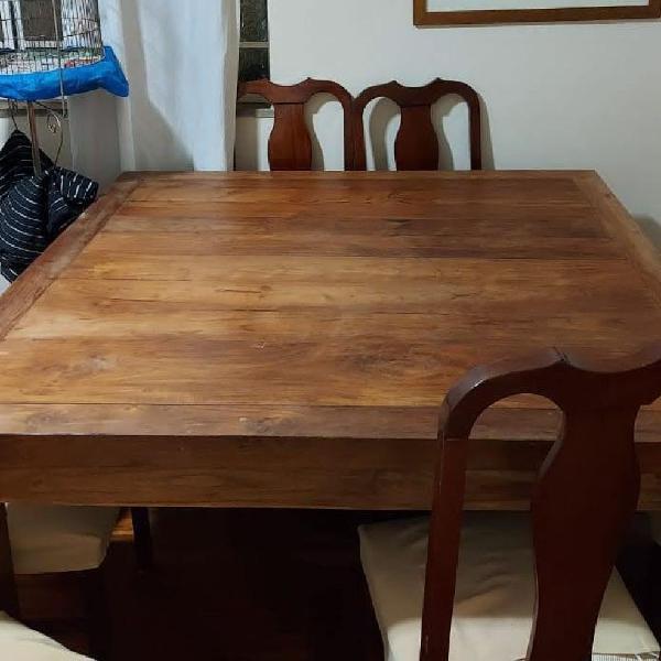 Mesa de madeira asiática