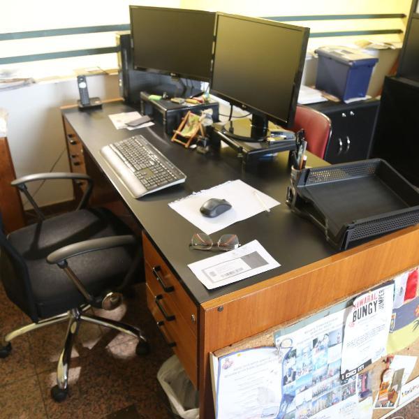 Mesa diretor com 6 gavetas