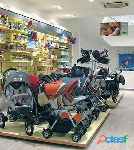 Carrinhos e carrinhos de bebê novos