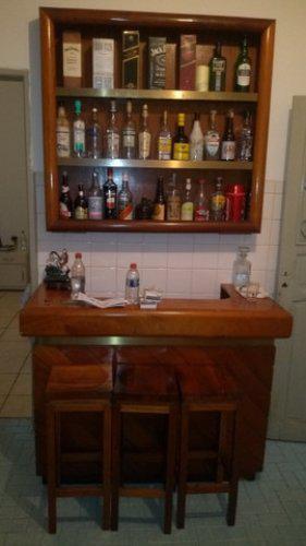 Bar de sala, balcão e estante