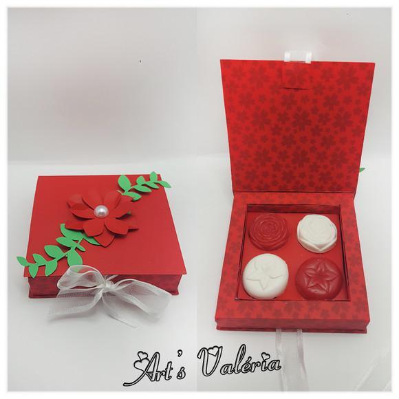 Caixa com 4 mini sabonetes flor