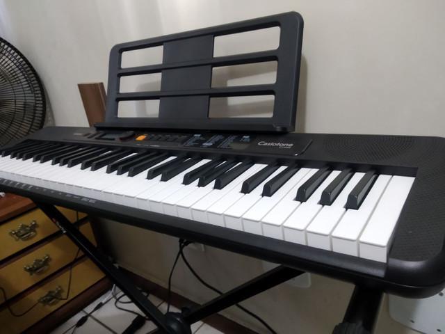 Teclado musical casio pouco uso com suporte e caixa passo