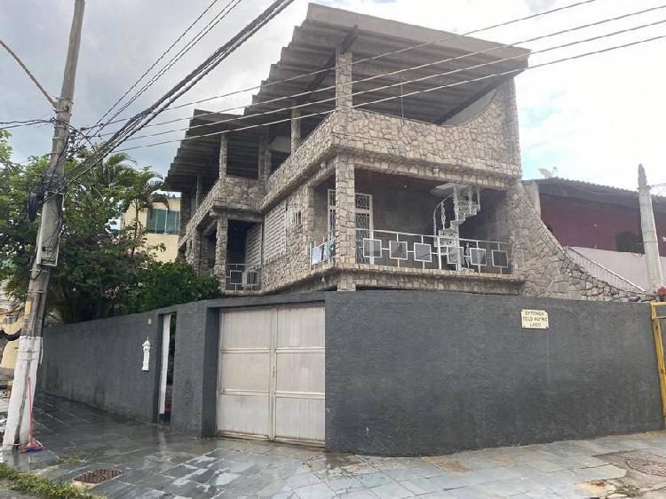 Casa para venda possui 0 metros quadrados com 3 quartos em