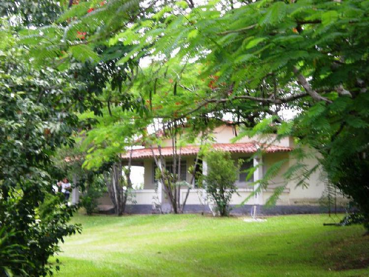 Chácara com área total de 73900 m2 (+ 3 hectares), ideal