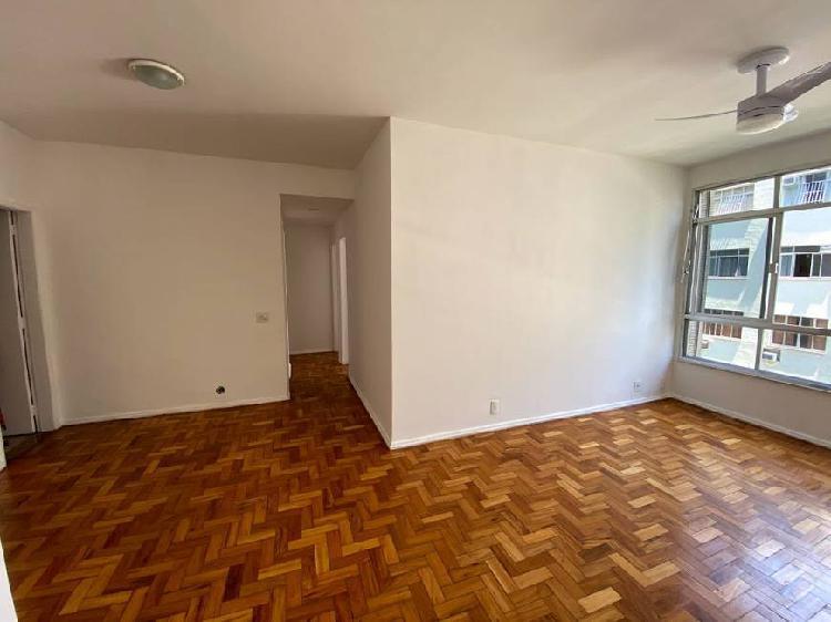 3 quartos,1suíte, 1 banheiro social, sala 2 ambientes,