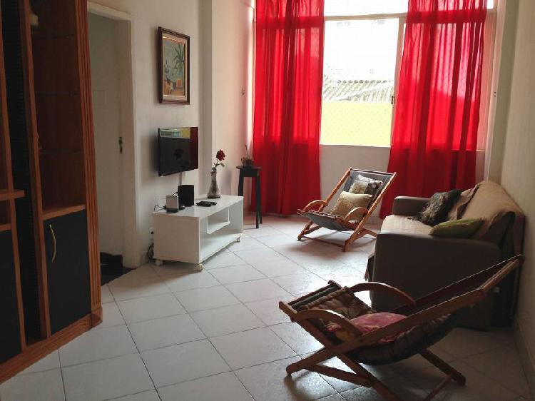 Av. copacabana, posto 5, 2 quartos, reformado, armários,