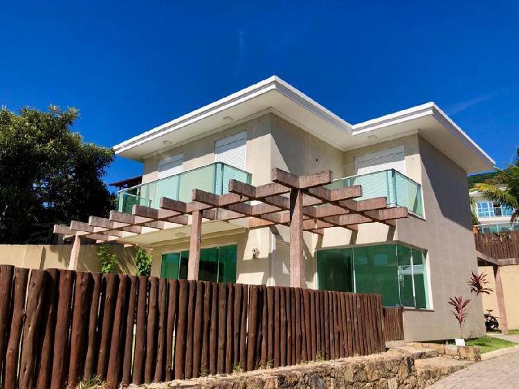 Belíssima casa alto padrão 3 dormitórios com suíte,