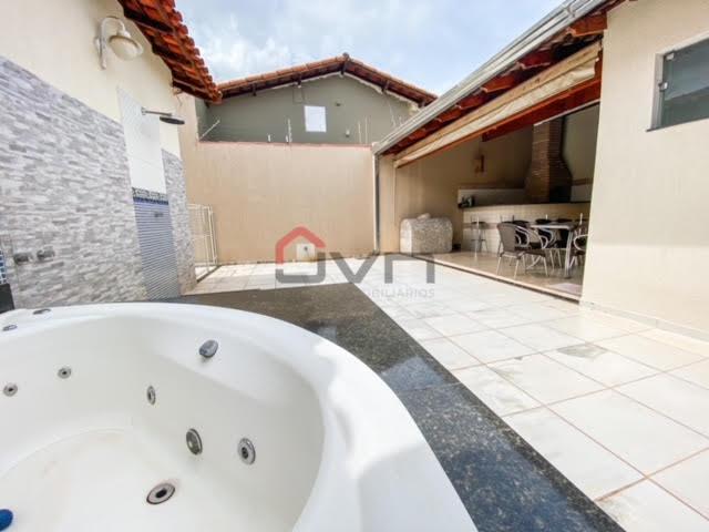 Casa para venda com 3 suítes no bairro santa mônica -