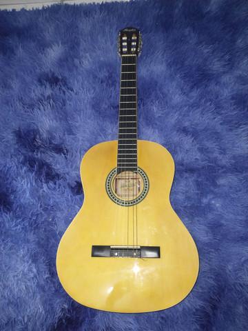Vende-se violão novo usado uma vez