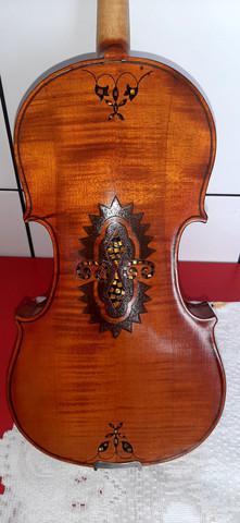 Violino antigo strad entalhado