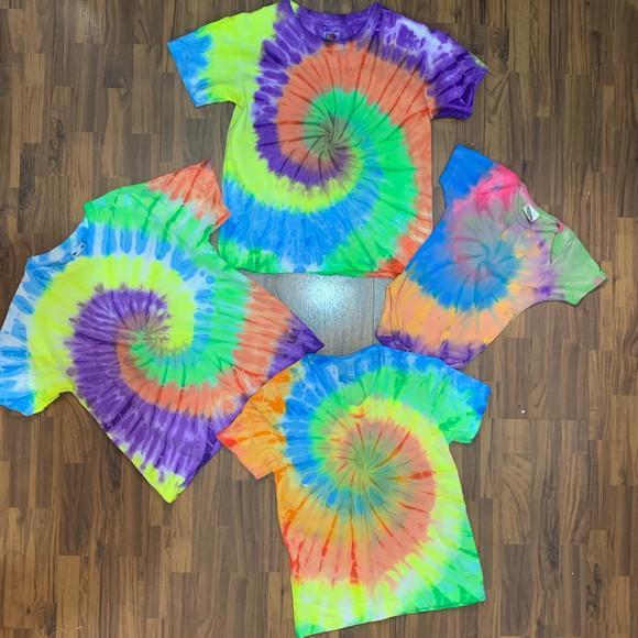 Camiseta infantil tie dye espiral