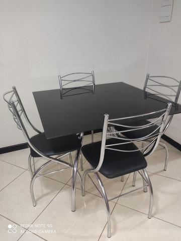 Mesa completa 4 cadeiras