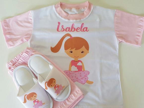 Pijama e chinelo de quarto