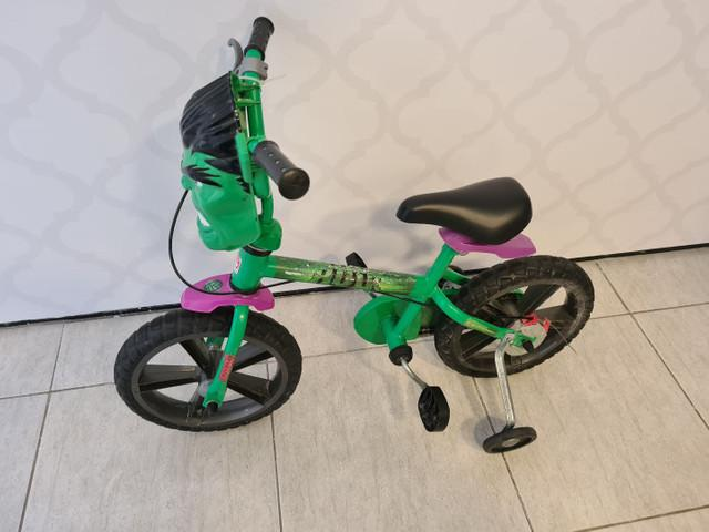 Bicicleta infantil com rodinhas do tema hulk dos vingadores