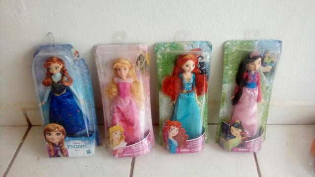Bonecas barbie e as princesas zap *