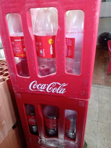 Caixa + garrafas de coca cola retornável