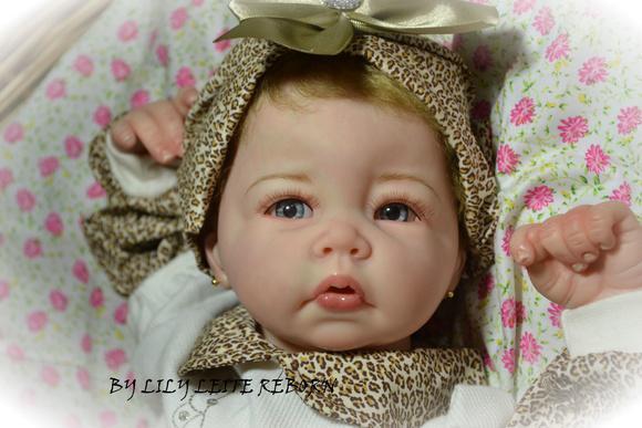 Bebê ana mel adotada