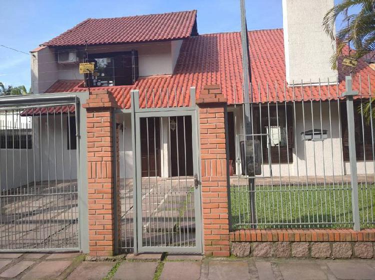 Casa para venda com 160 metros quadrados com 4 quartos em